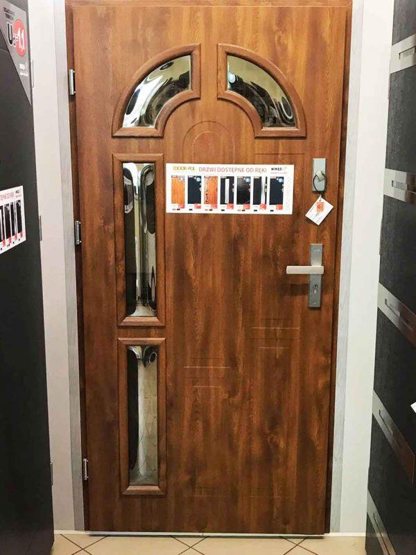 ekspozycja drzwi zewnętrzne wałcz